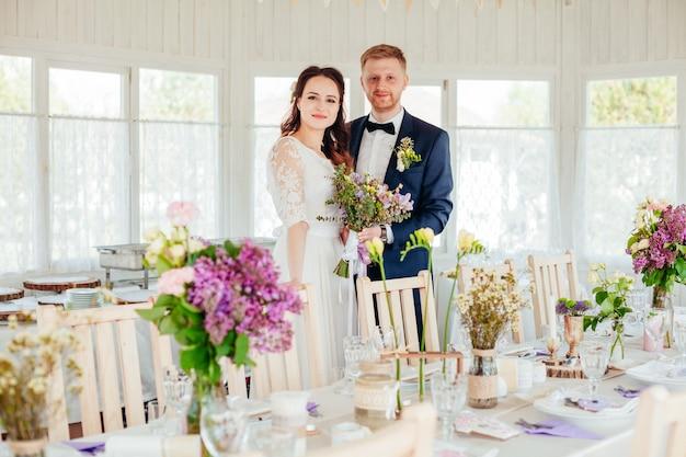 Foto van de bruid en bruidegom op hun trouwdag