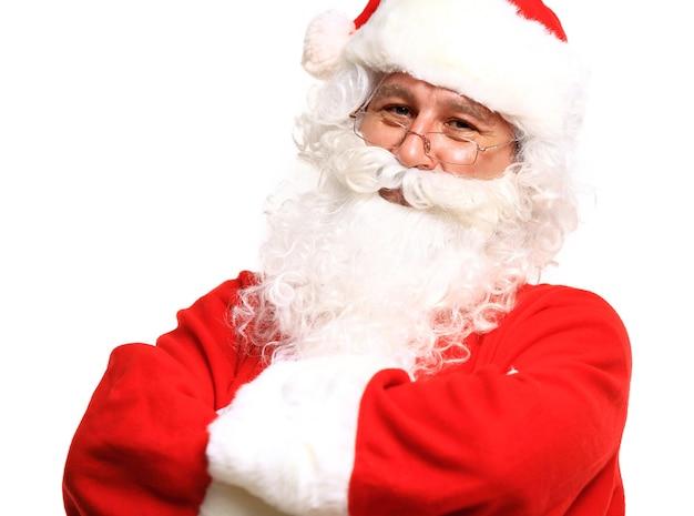 Foto van de gelukkige kerstman in oogglazen die camera bekijken
