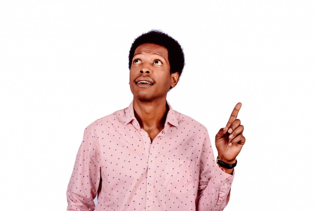 Foto van de nadenkende afro-amerikaanse man.