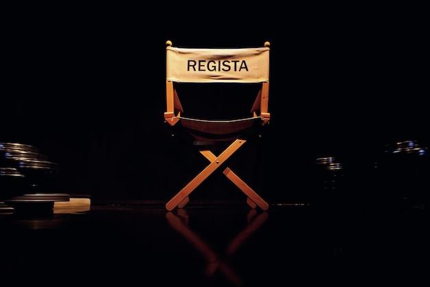 Foto van directeur stoel op zwart
