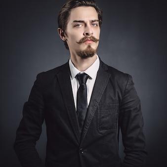 Foto van een elegante jonge mode man
