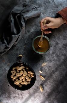 Foto van eigengemaakte pindakaas