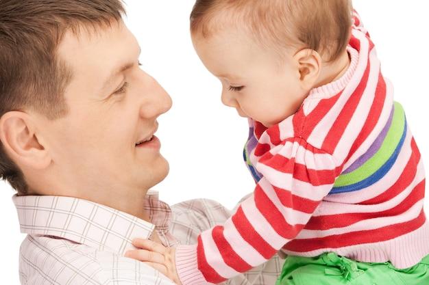 Foto van gelukkige vader met schattige baby