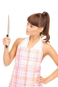 Foto van mooie huisvrouw met groot mes