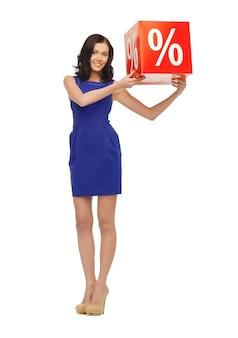 Foto van mooie vrouw in blauwe jurk met procentteken