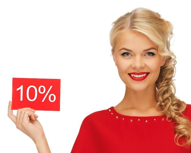 Foto van mooie vrouw in rode jurk met kortingskaart