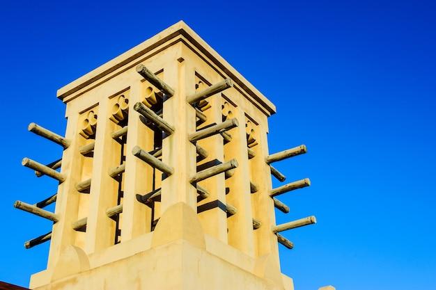 Foto van oude windtorens in dubai