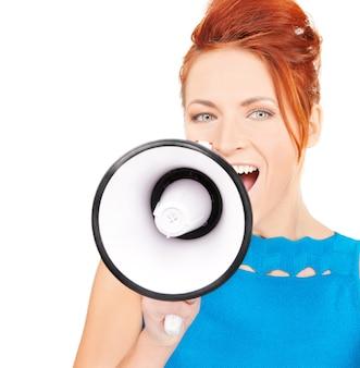 Foto van roodharige vrouw met megafoon over wit