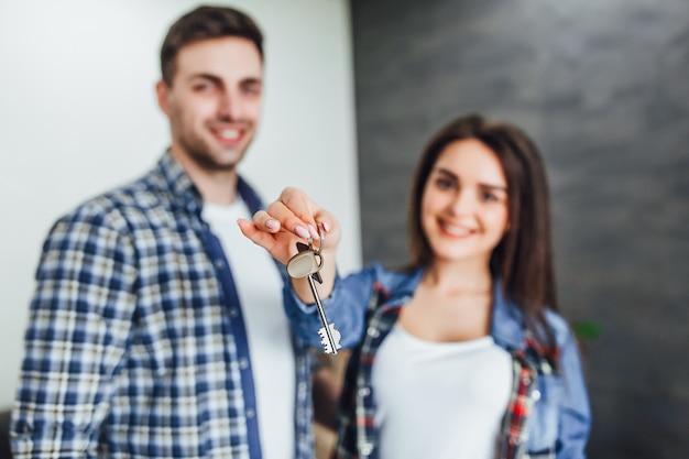 Foto van sleutels van nieuwbouw