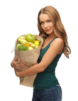 Foto van vrouw met boodschappentas vol fruit