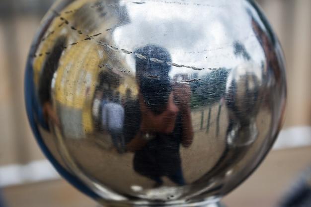 Fotograaf die een foto van zichzelf neemt