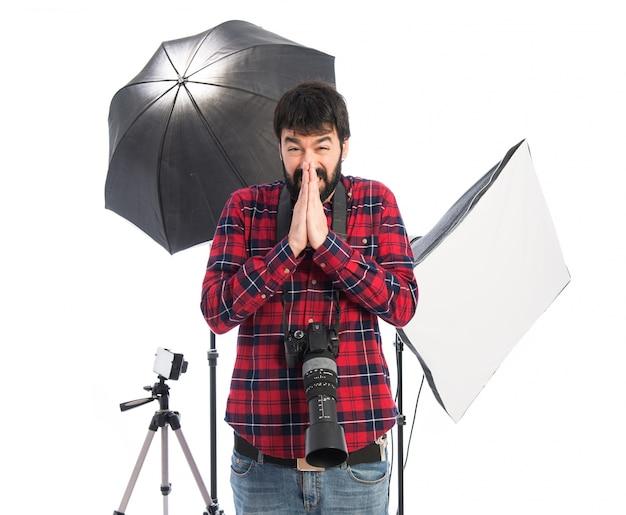 Fotograaf plegen over witte achtergrond