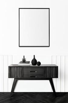 Fotolijst boven een houten dressoir