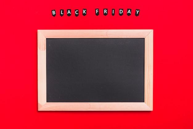 Fotolijst en labels met inscriptie van black friday