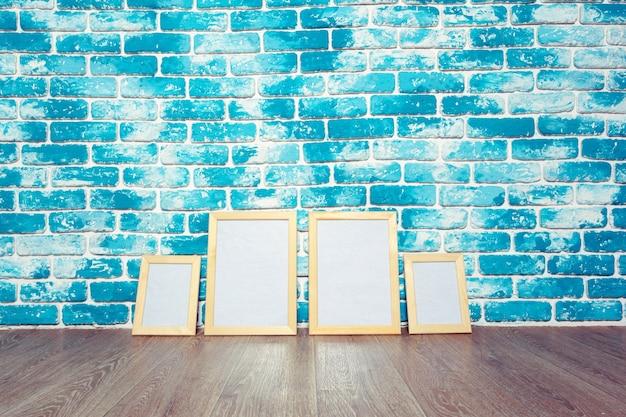 Fotolijst op bakstenen muur