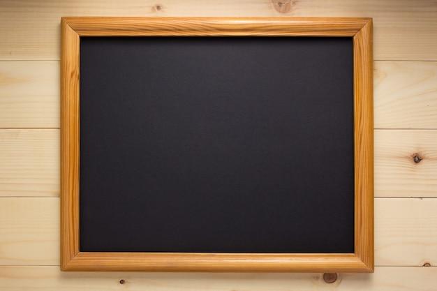Fotolijst op houten muur als achtergrond