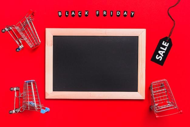 Fotolijst, winkelwagentjes en labels met verkoopinscriptie