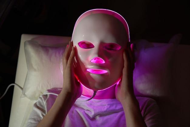 Fotonmasker gezondheid en schoonheid cosmetische procedure voor vrouwengezicht schoonheidslaboratorium geleid gezichtsmasker