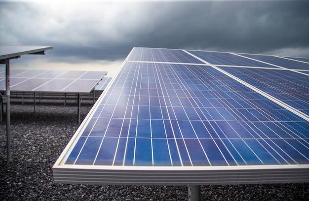 Fotovoltaïsche zonne-energiecentrales van natuurlijke energie