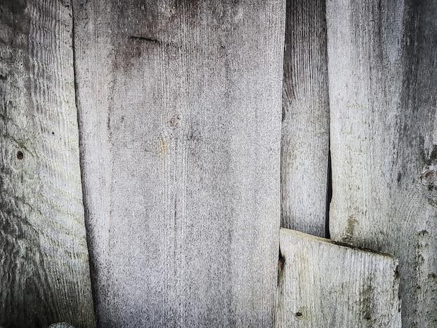 Fragment van de muur van een houten schuur