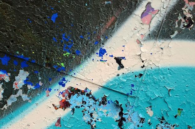 Fragment van een gekleurd graffiti-schilderij in blauwe tinten