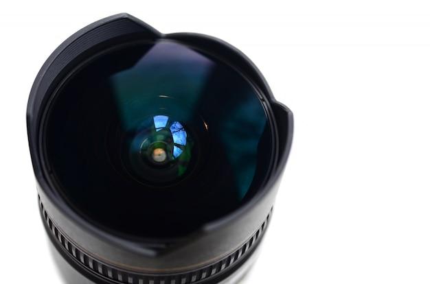Fragment van een groothoeklens voor een moderne spiegelreflexcamera