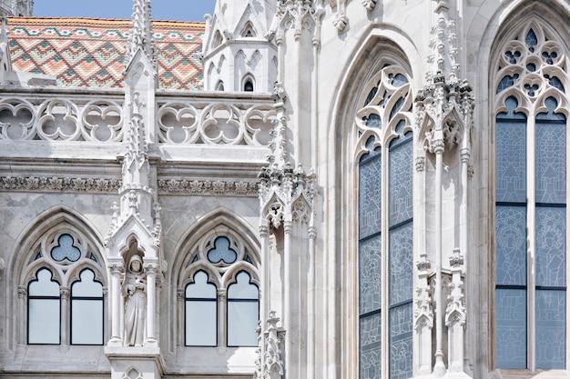 Fragment van matthias church in boedapest, hongarije