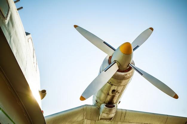 Fragment van oud vliegtuig