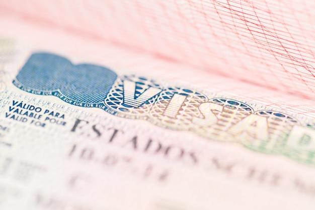 Fragment van schengen-visum in het paspoort