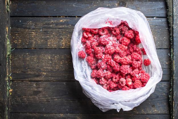 Frambozen bevriezing bes langdurige opslag gezond voedsel maaltijd snack kopieer ruimte voedsel achtergrond