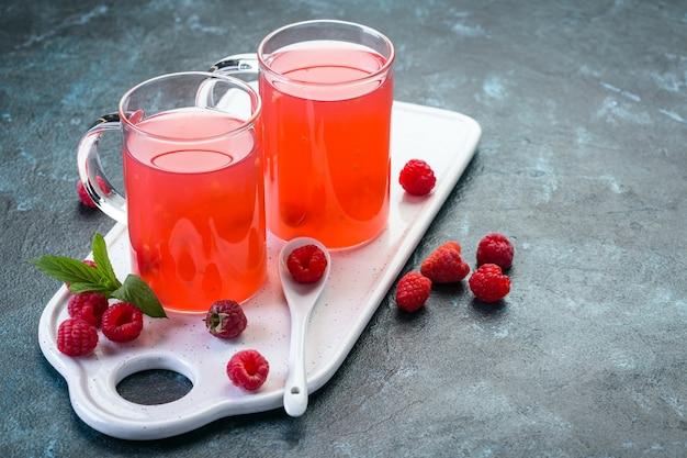Frambozengelei, een zoete russische traditionele drank