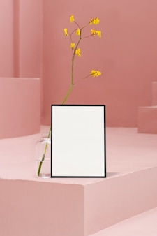 Frame door roze trappen en bloemen