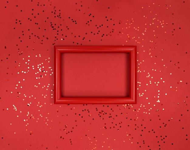 Frame en confetti sterren op een rode achtergrond.