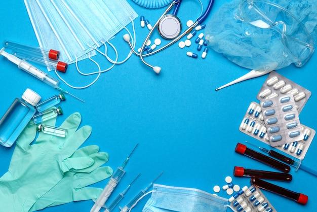 Frame gemaakt van medische apparatuur op blauw
