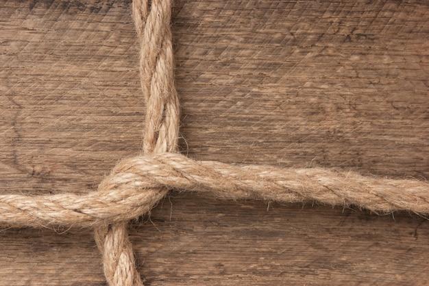 Frame gemaakt van touw op een houten ruimte