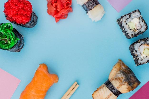 Frame met diversiteit aan sushi rolletjes