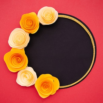 Frame met fel oranje bloemen