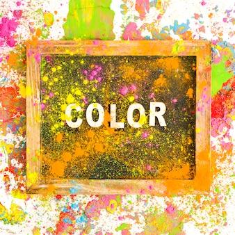 Frame met kleurtitel tussen heldere, droge kleuren