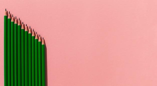 Frame met potloden met kopie-ruimte