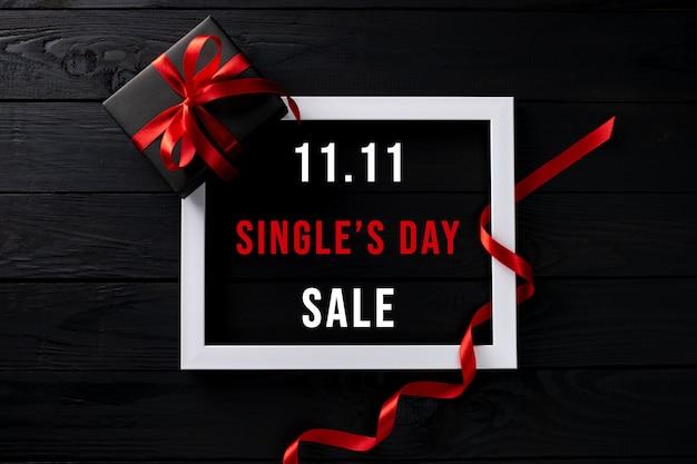 Frame met singles day sale en geschenkdoos
