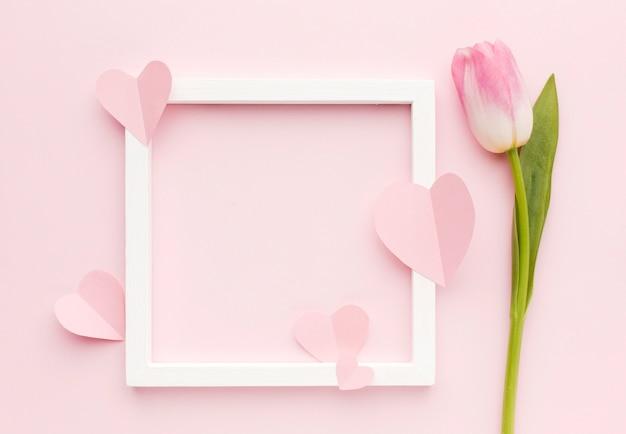 Frame met tulpenbloemblaadjes