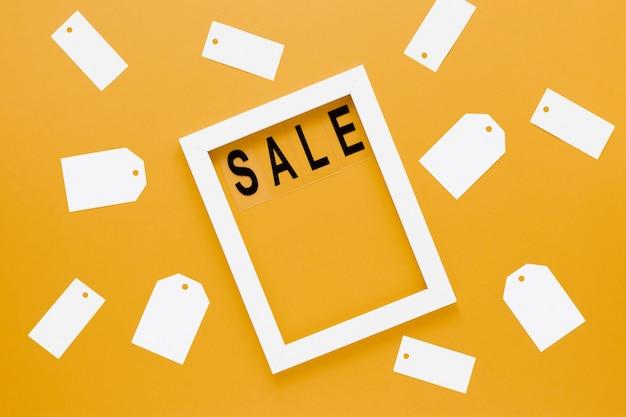 Frame met verkooptekst die door lege tekens wordt omringd