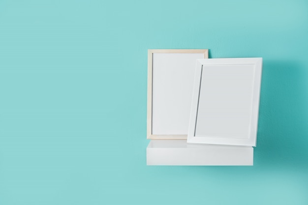 Frame mockup op turquoise muur