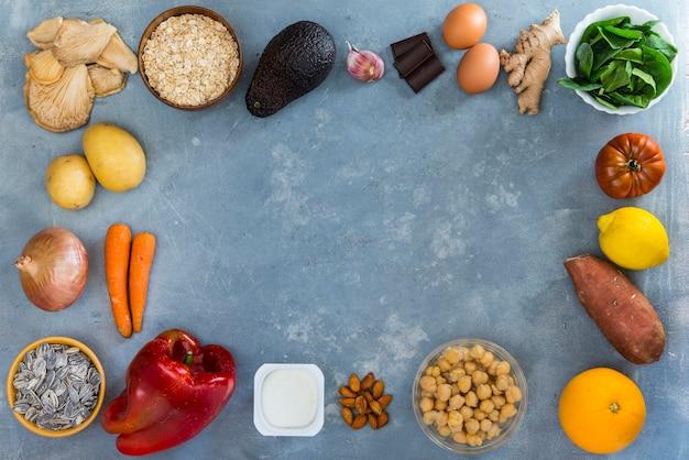Frame van groenten, fruitig en peulvruchten, bovenaanzicht