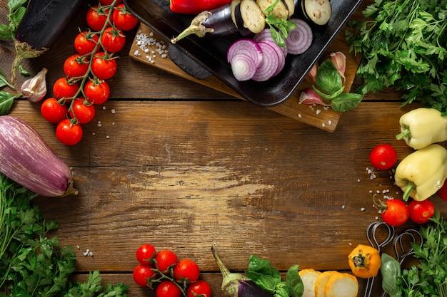 Frame van groenten voor het koken op een grillpan