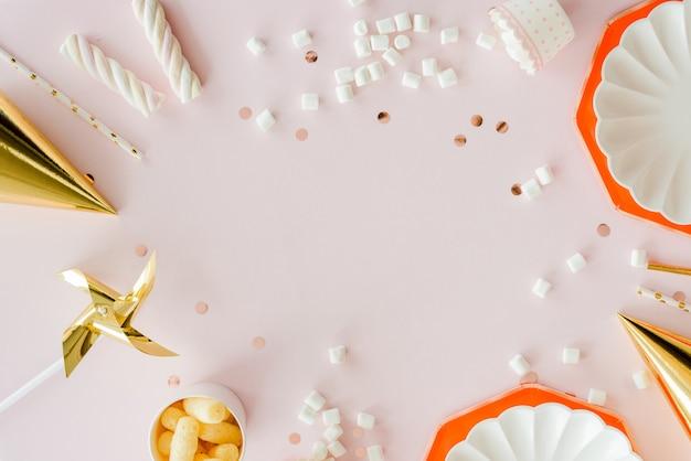 Frame van verjaardagsfeestje benodigdheden