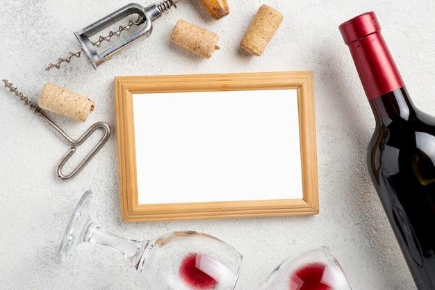 Frame van wijnflessen en glazen