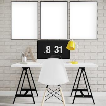 Frames op de bakstenen muur met bureau en stoel