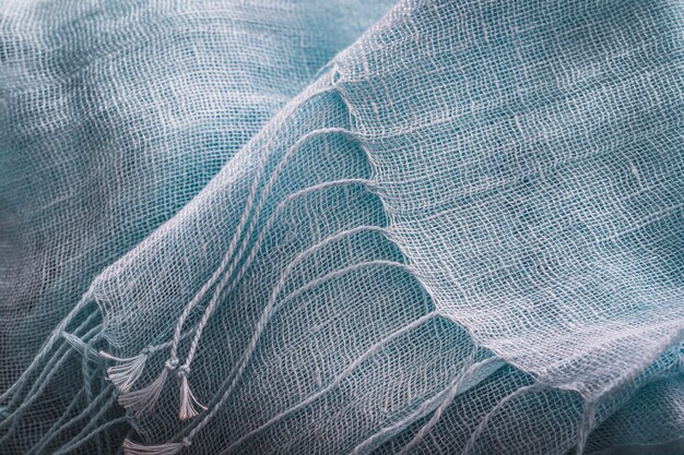 Franjes van een blauwe katoenen hoofddoek