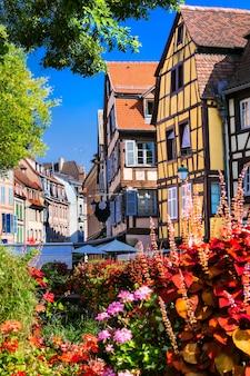Frankrijk reizen. mooiste en kleurrijke steden.